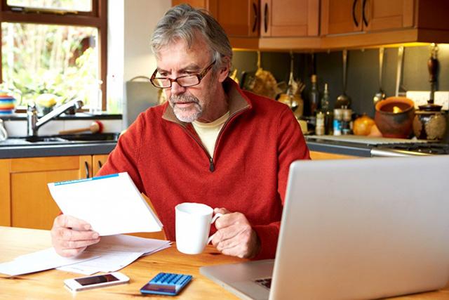 107879_un-nouveau-dispositif-d-aide-au-depart-a-la-retraite-pour-les-artisans-et-commercants-5452978-k4-1024x683